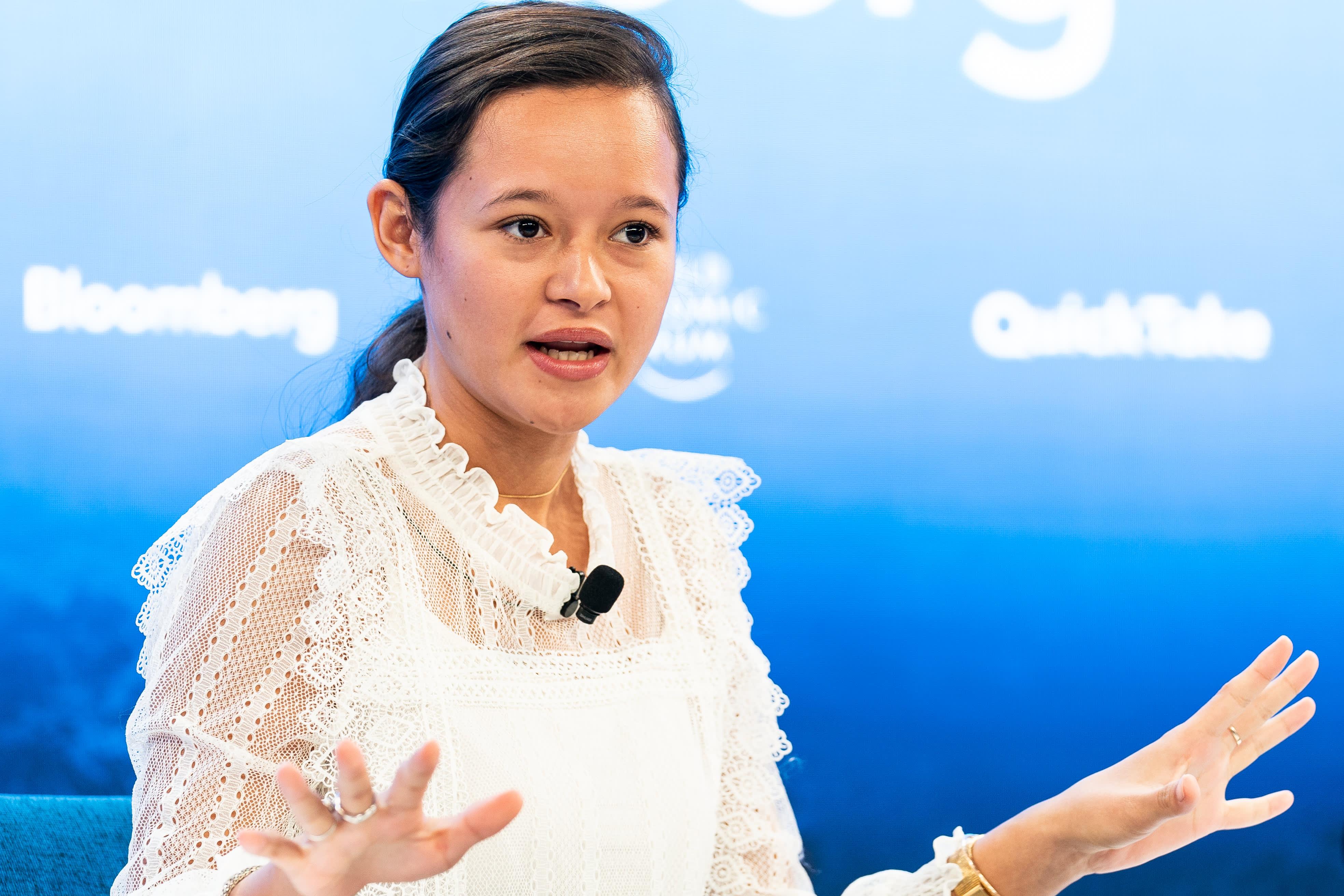 Plastic pollution: Gen Z activist Melati Wijsen mobilizes others