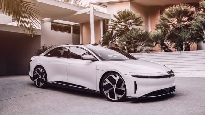 Embargoed H/O (7 p.m. Sept. 9, 2020): Lucid Air Sedan white exterior