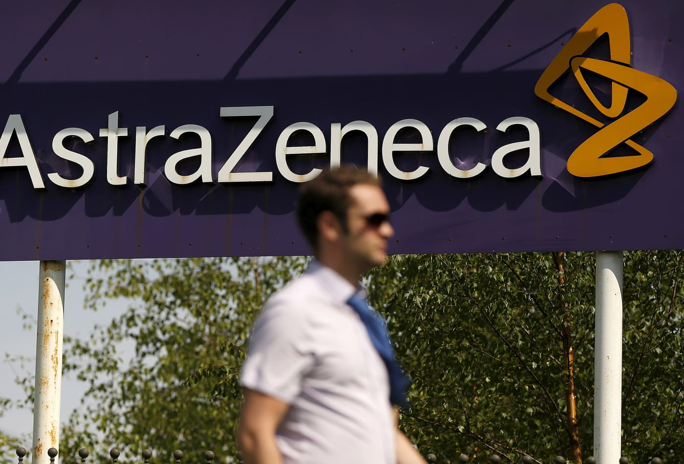 Britain tries to cool AstraZeneca concerns as its CEO touts a new vaccine trial