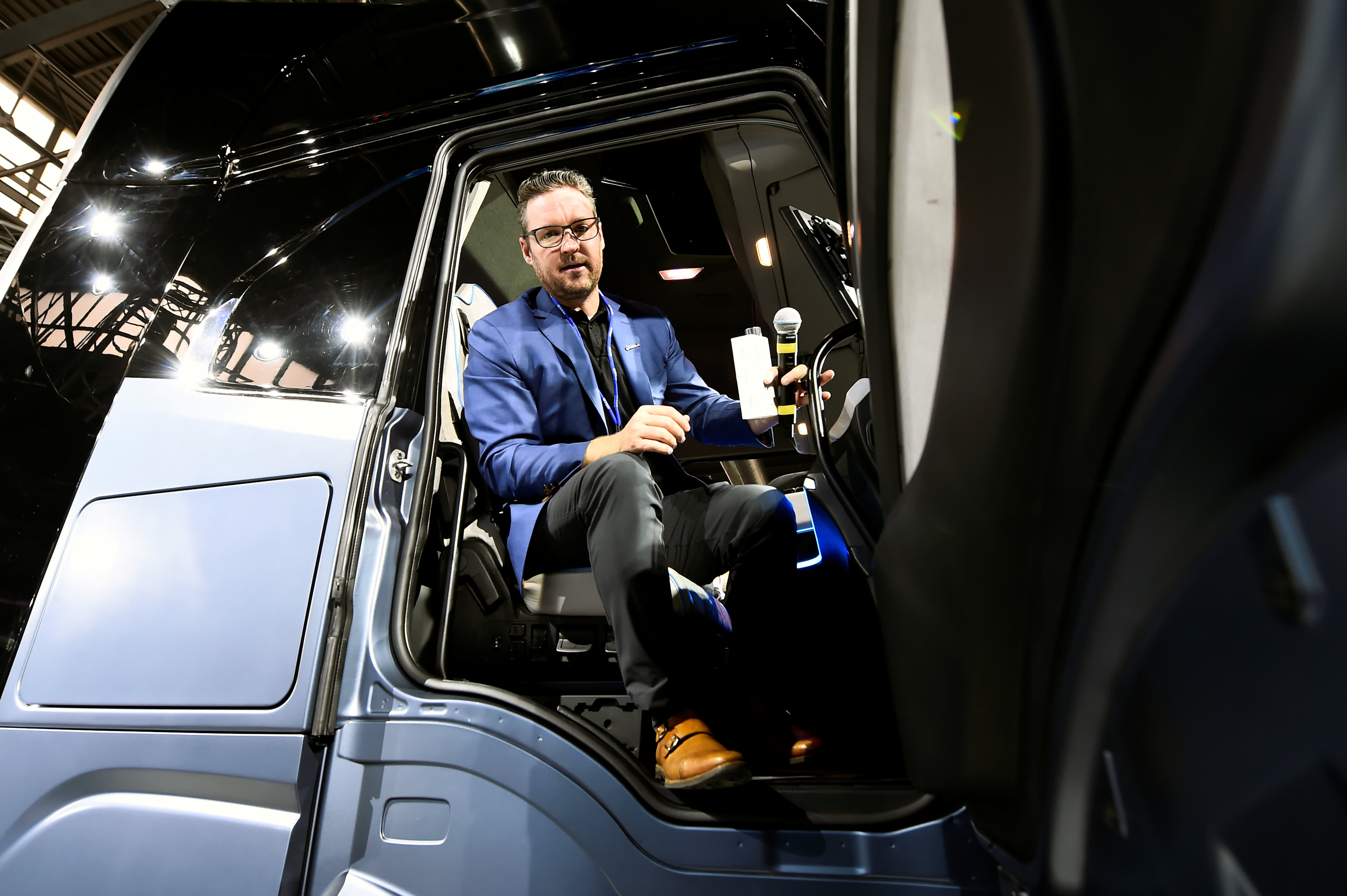 Nikola shares fall to new low on Wedbush downgrade analyst says stock too risky to own – CNBC