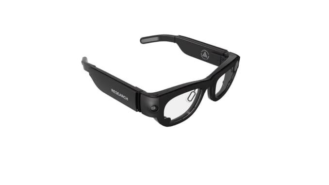 Facebook mengumumkan akan mulai menggunakan kacamata penelitian Project Aria untuk mengumpulkan video, audio, pelacakan mata, dan data lokasi dari ruang publik untuk menginformasikan perkembangan kacamata pintar.