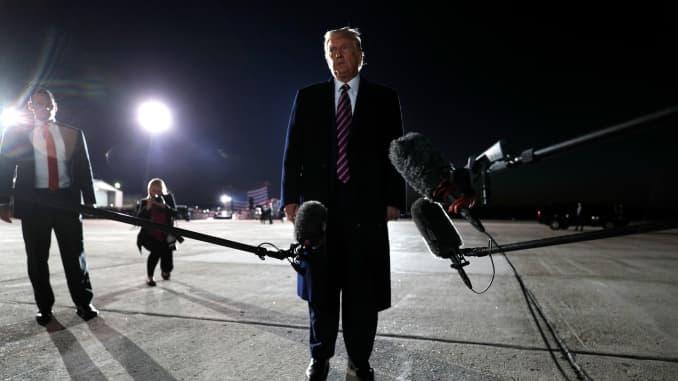 Tổng thống Mỹ Donald Trump phát biểu trước giới truyền thông trong cuộc mít tinh vận động tranh cử của mình tại sân bay khu vực Bemidji ở Bemidji, Minnesota, Mỹ, ngày 18 tháng 9 năm 2020.