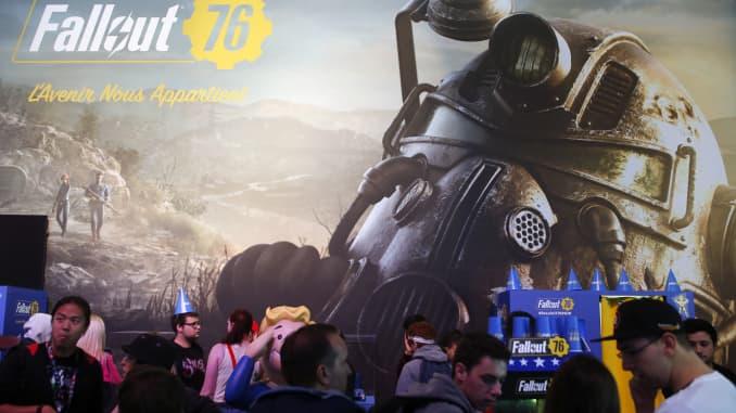 Khách truy cập xếp hàng để chơi trò chơi điện tử Fallout 76, được phát triển và xuất bản bởi Bethesda Softworks, trong Tuần lễ Thế vận hội Paris vào ngày 27 tháng 10 năm 2018.