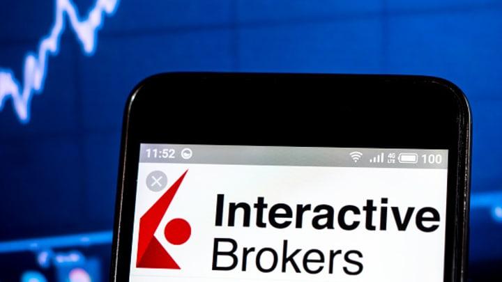 Brokeri interactivi vs. Merrill Edge: compararea conturilor de tranzacționare online