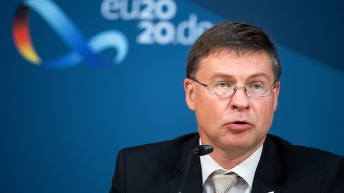 Valdis Dombrovskis, Phó chủ tịch điều hành của Ủy ban châu Âu về nền kinh tế hoạt động vì con người.