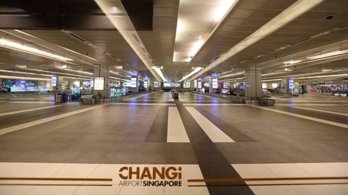 Khu vực lấy hành lý trống tại nhà ga đến ở sân bay Changi vào ngày 24 tháng 3 năm 2020 ở Singapore.