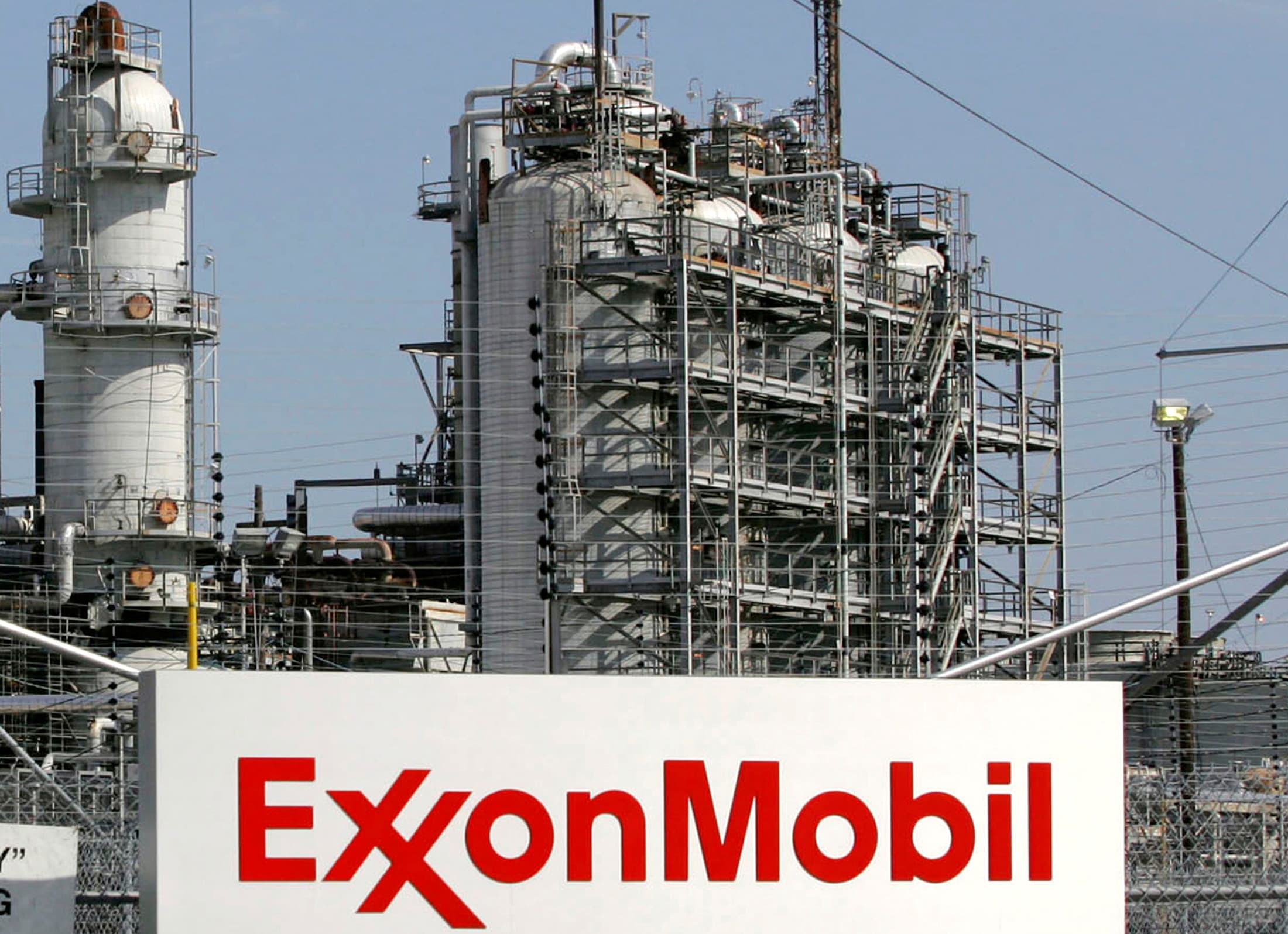 Exxon posts a profit, snapping four-quarter loss streak