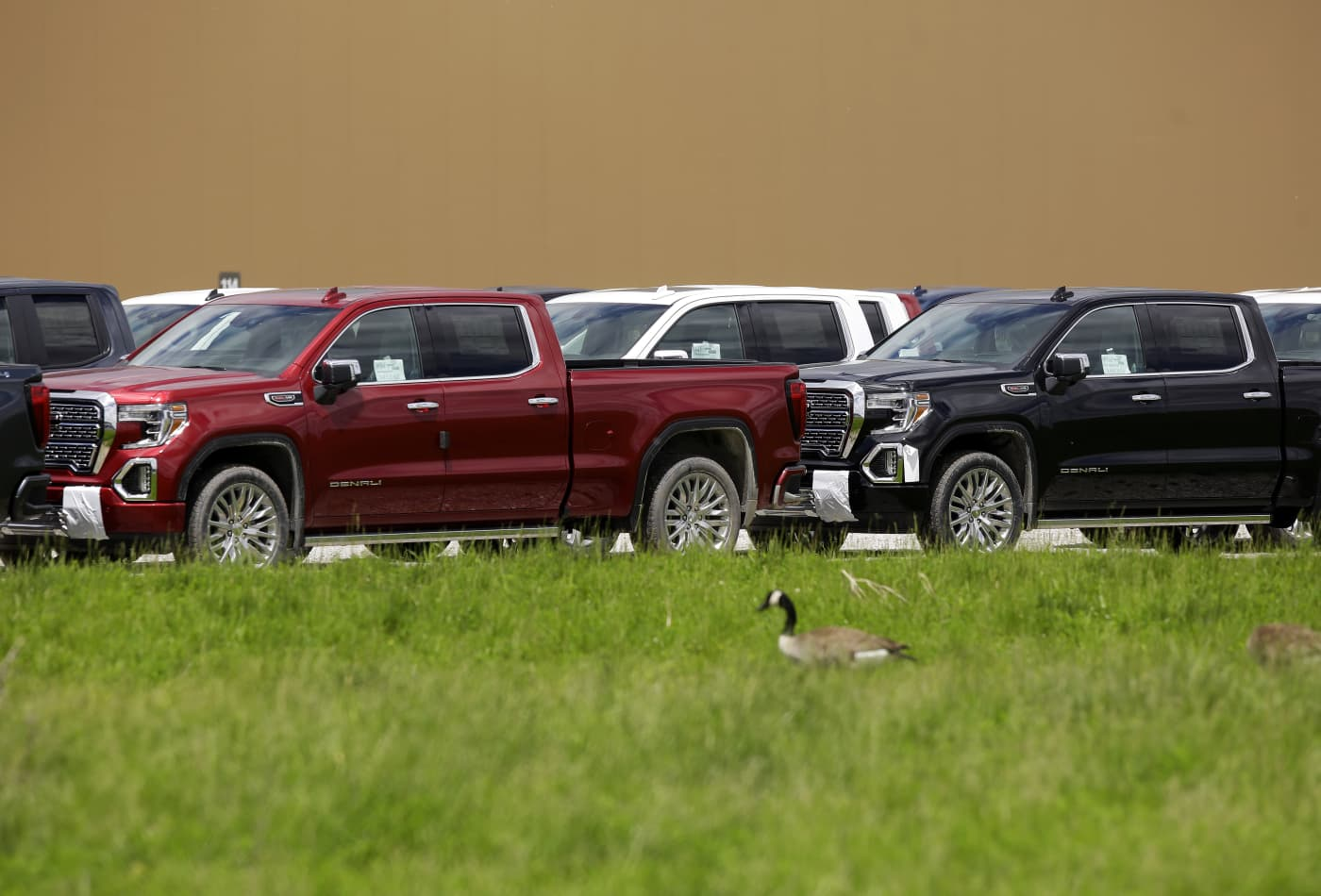 Buyers traveling across the country, paying record prices for used pickups