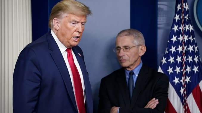 (L-R) U.S. President Donald Trump and National Institute of Allergy and Infectious Diseases Director Anthony Fauci arrive for a briefing on the coronavirus pandemic in the press briefing room of the White House on March 26, 2020 in Washington, DC.