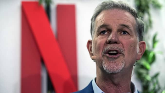 Người đồng sáng lập và giám đốc của Netflix Reed Hastings có bài phát biểu khi ông khánh thành văn phòng mới của Netflix Pháp, tại Paris vào ngày 17 tháng 1 năm 2020.