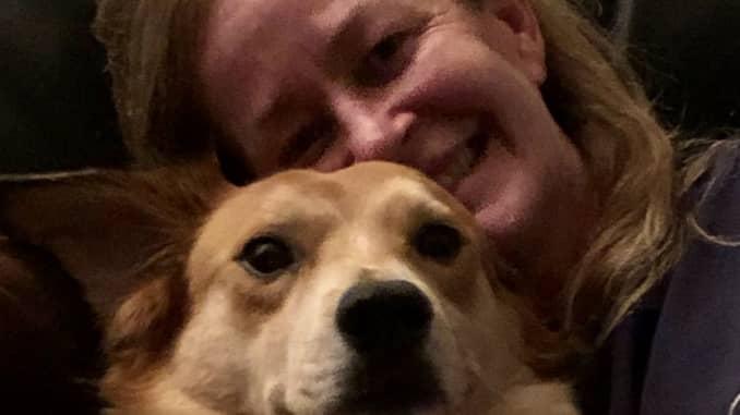 Cocoa chú chó với Sarah O'Brien, phóng viên tài chính cá nhân
