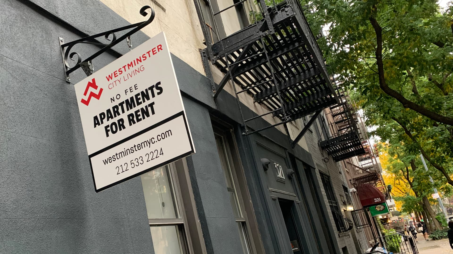 Sign advertising apartments for rent in the Upper East Side in New York City.