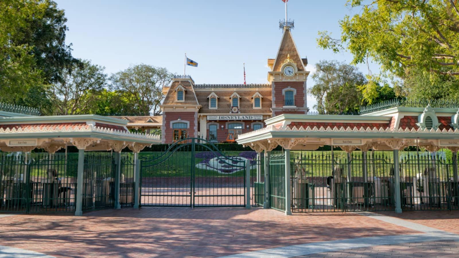 Coronavirus Hurt Theme Parks Costing Disney 2 4 Billion