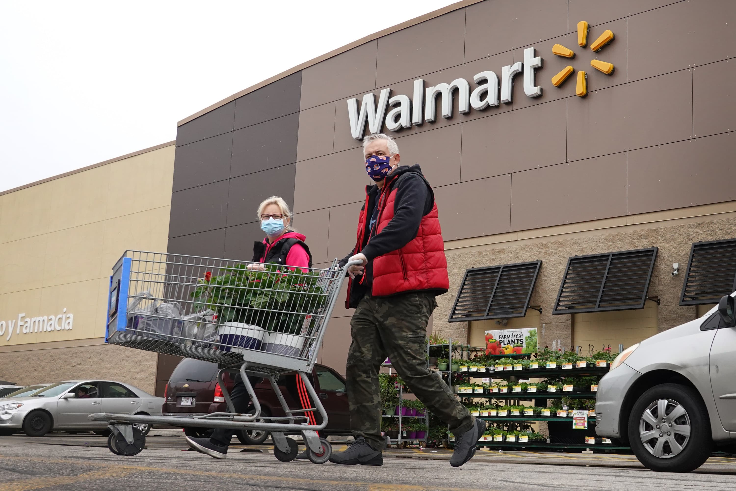 Walmart earnings top expectations as customers' new shopping habits send e-commerce sales soaring 79% – CNBC