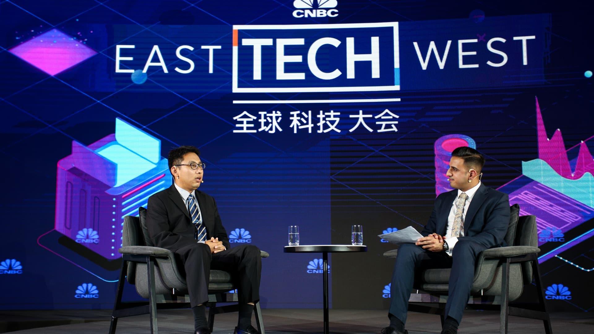 Liu Qiang, Vice President of Fosun Technology and Financial Group, Deputy Chairman of Hani Securities, speaks with Arjun Kharpal, Senior Correspondent of CNBC, during Day 1 of CNBC East Tech West at LN Garden Hotel Nansha Guangzhou on November 17, 2020 in Nansha, Guangzhou, China.