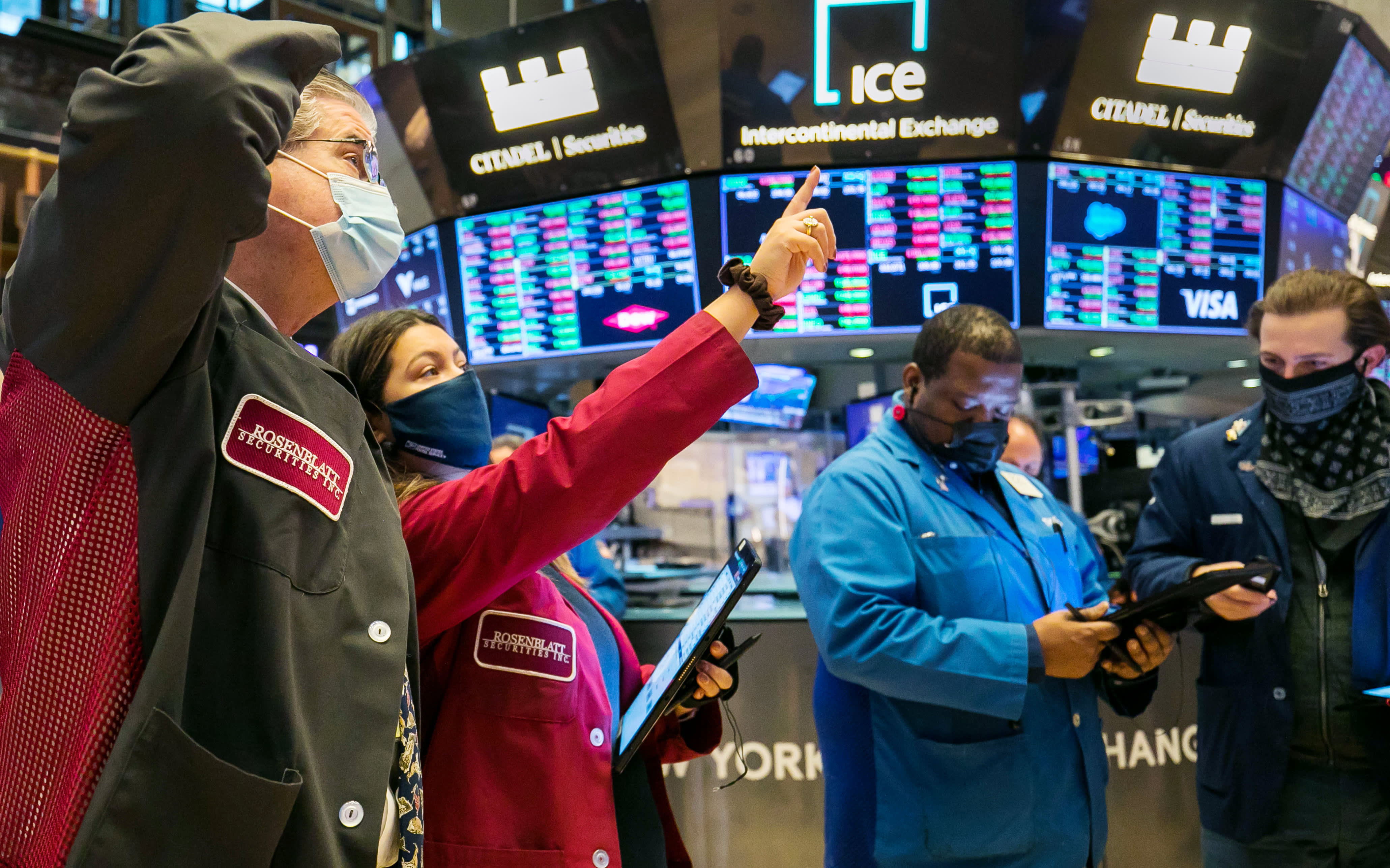 S&P 500 jumps 1% to a record high, posts its fourth positive day in a row