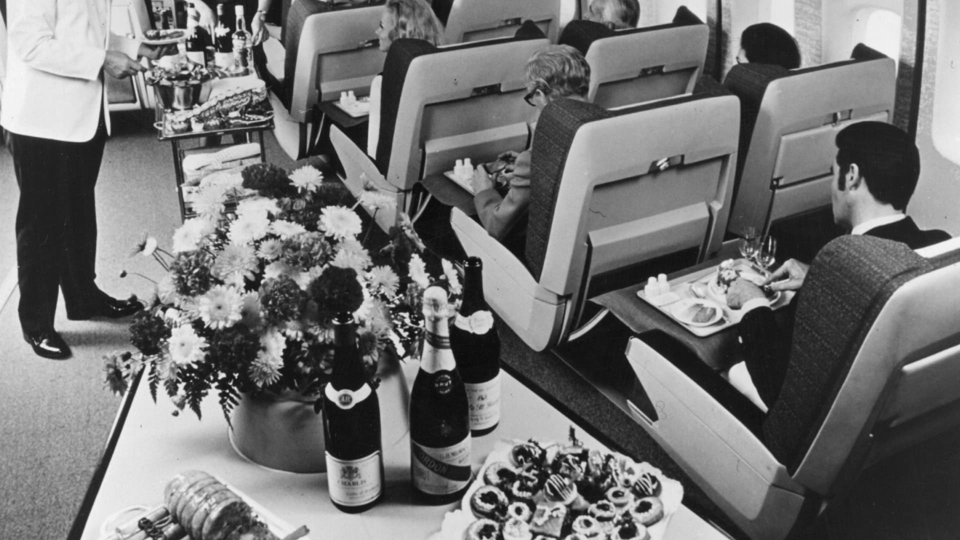 Aisle space in the first-class section of a British Overseas Airways Corporation Boeing 747, circa 1970.