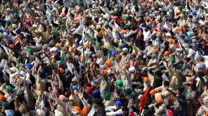 India's government to meet farmers as thousands protest farm reforms