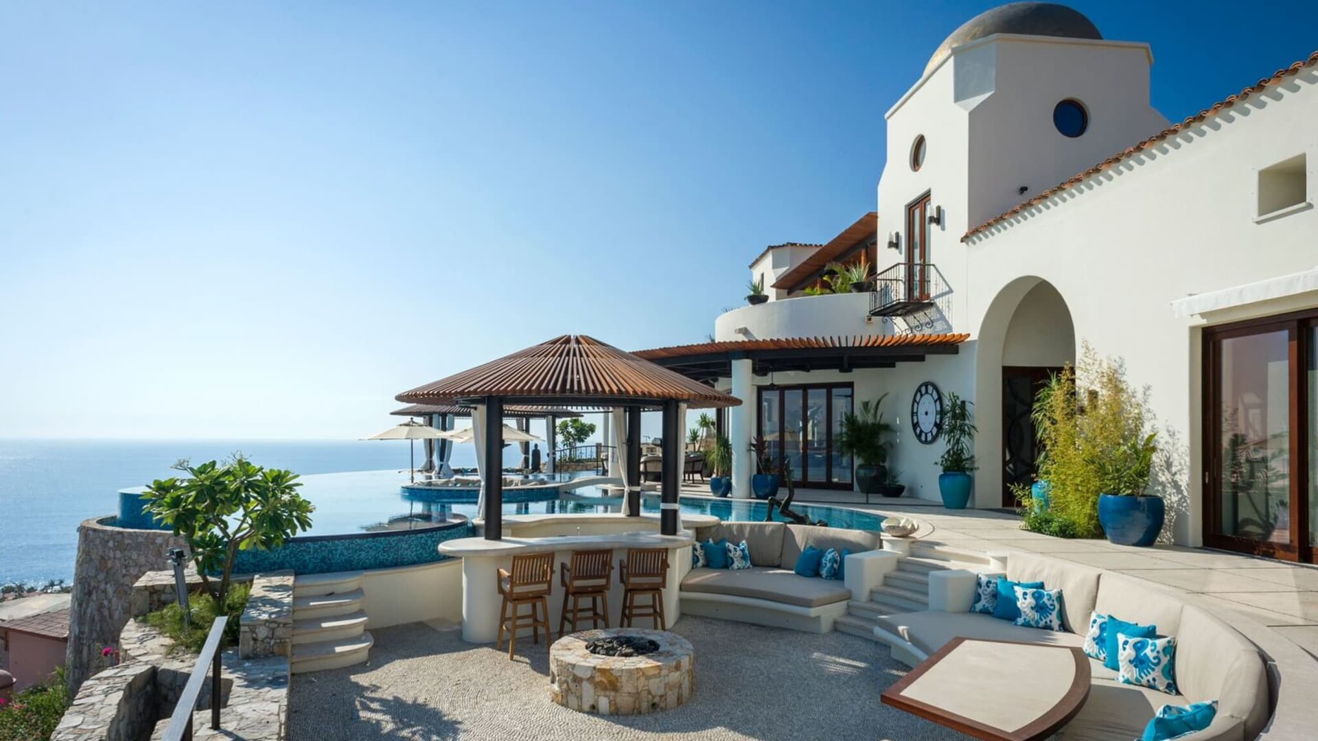 A Chairman's Collection selection, Casa Fryzer in Los Cabos, Mexico is said to have hosted celebrity entertainers, royalty and Fortune 500 CEOs.