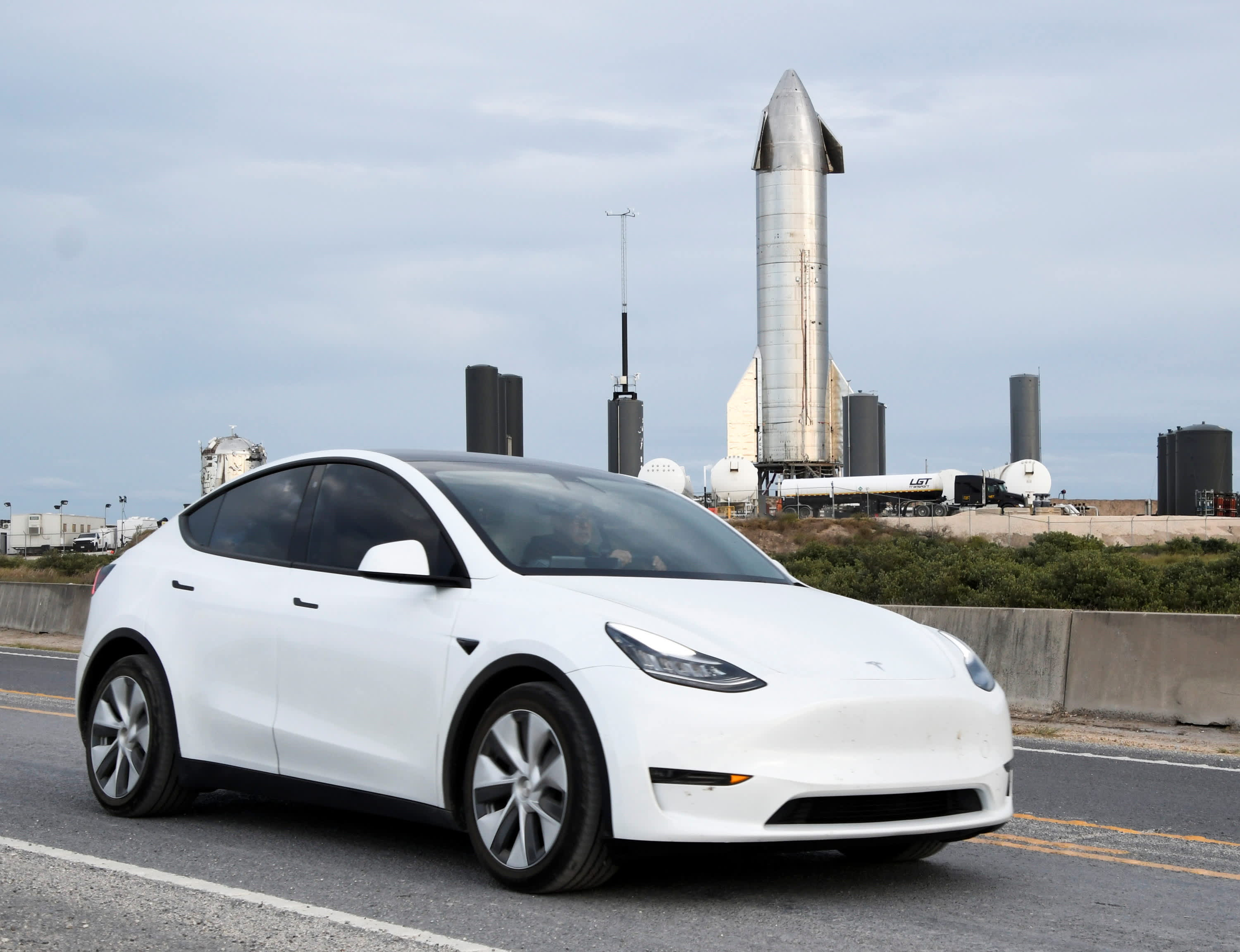 Tesla moves its headquarters from California to Texas