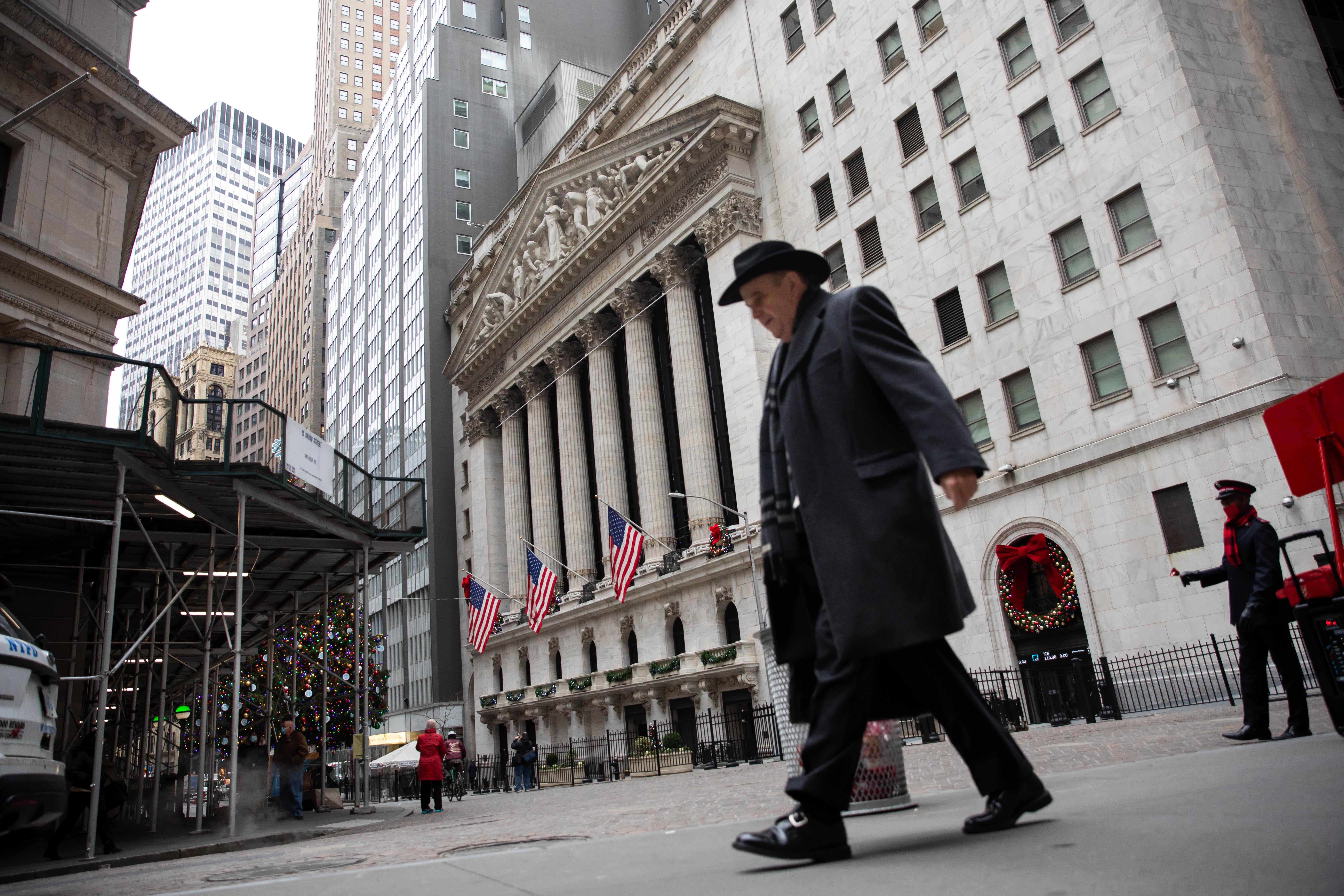 U.S. Treasury yields fall amid fears of new coronavirus strain