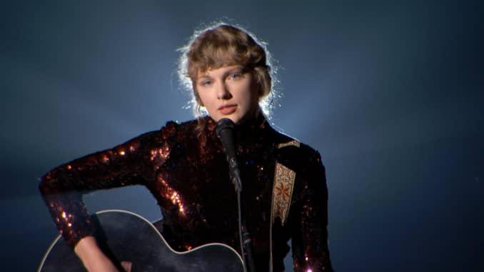 Taylor Swift tampil di atas panggung selama 55th Academy of Country Music Awards di Grand Ole Opry pada 16 September 2020 di Nashville, Tennessee.