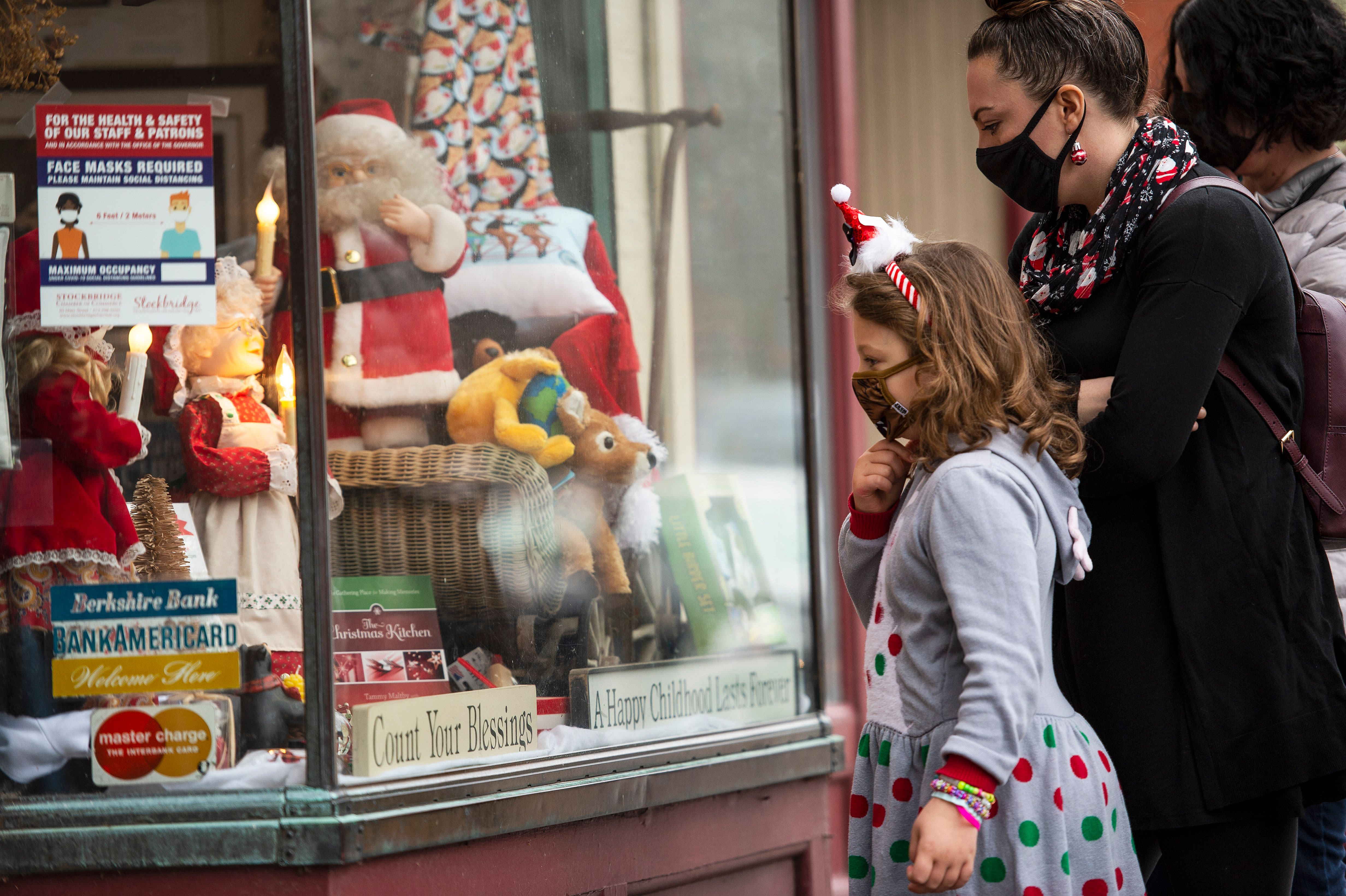 Mad dash to the finish: A record number of people plan to shop the Saturday before Christmas, survey says