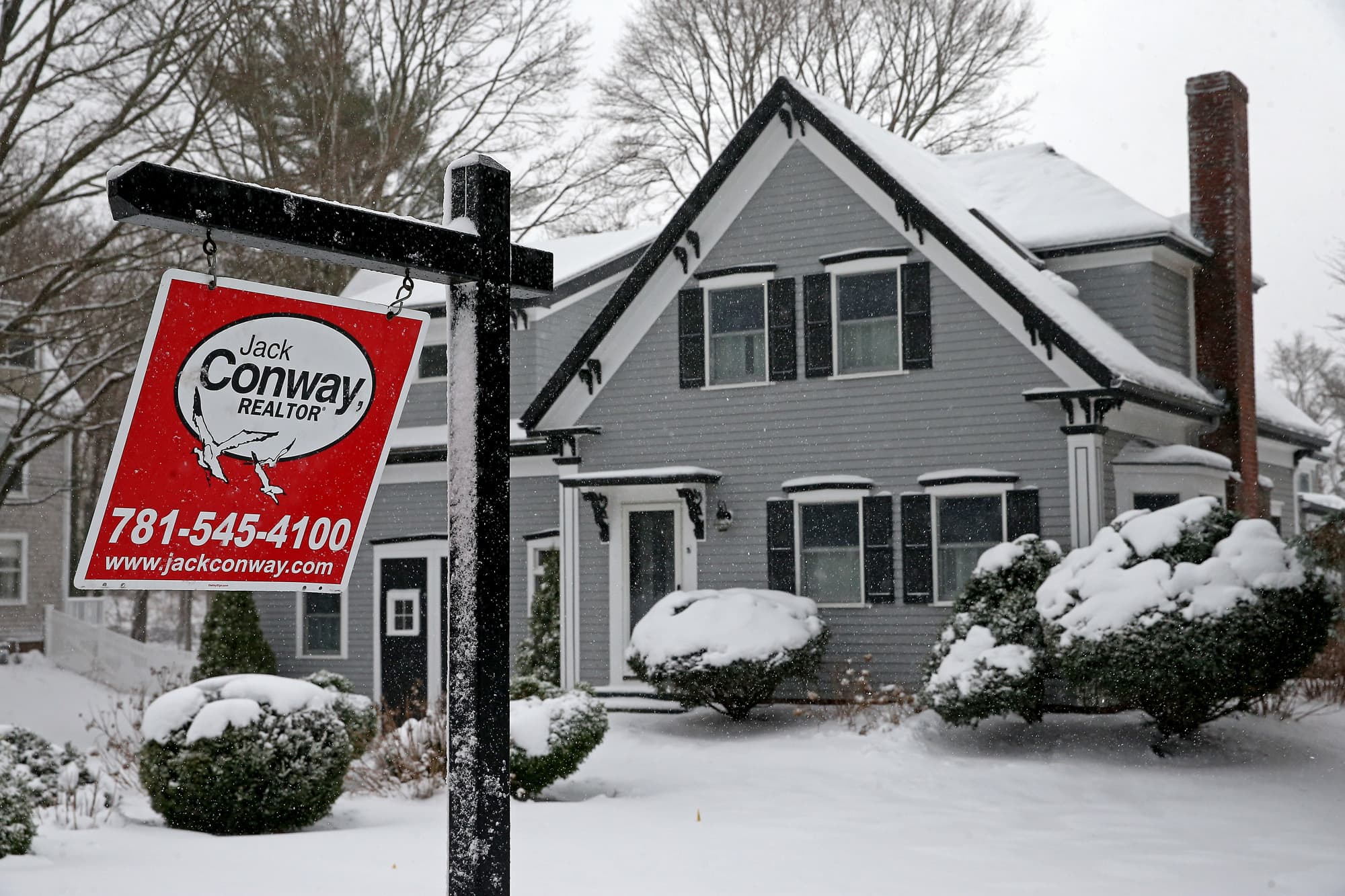 Existing home sales rise slightly in January, but record low supply weighs on market