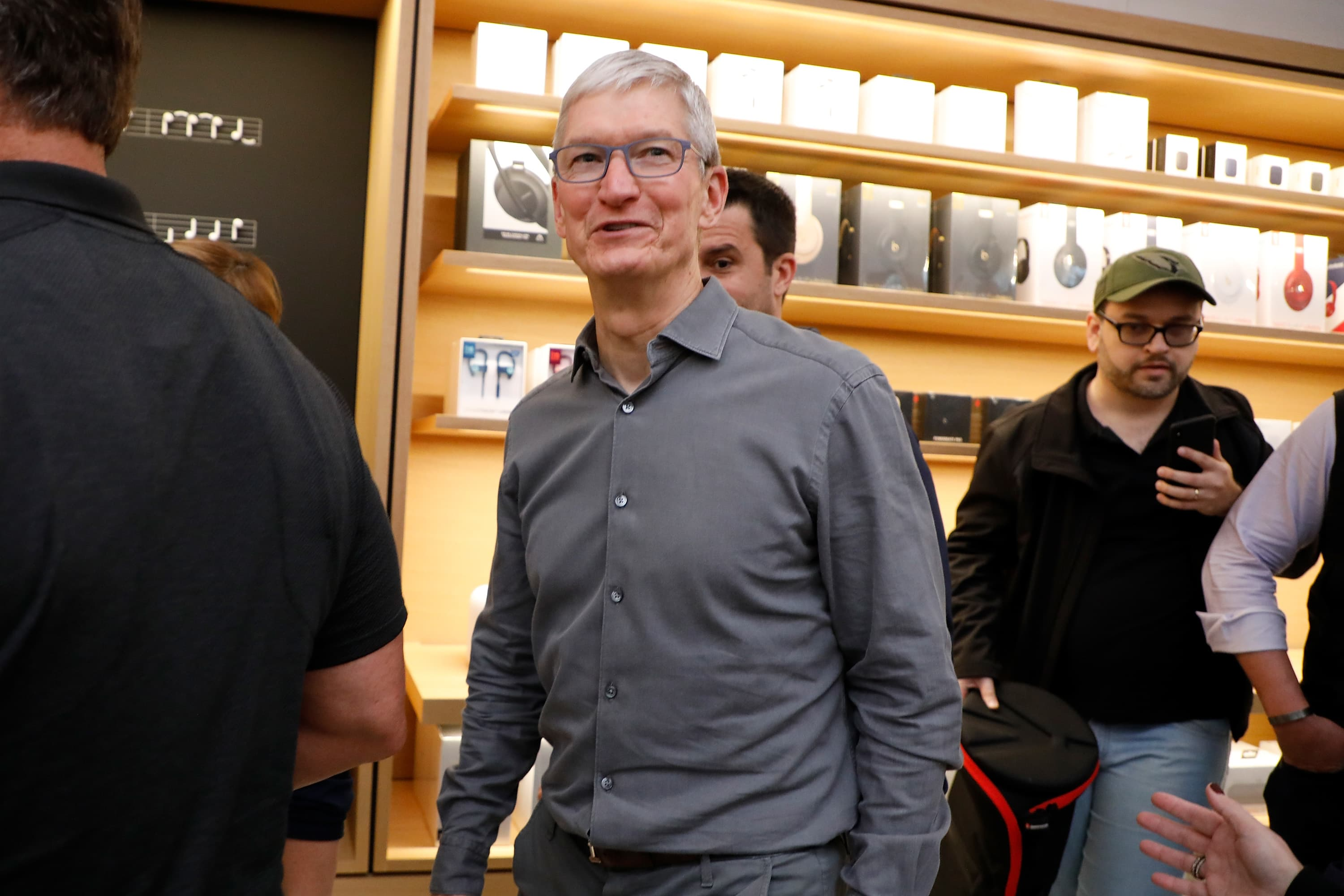 Apple stock has biggest day since Oct. 12 after Buffett endorsement, stores reopen