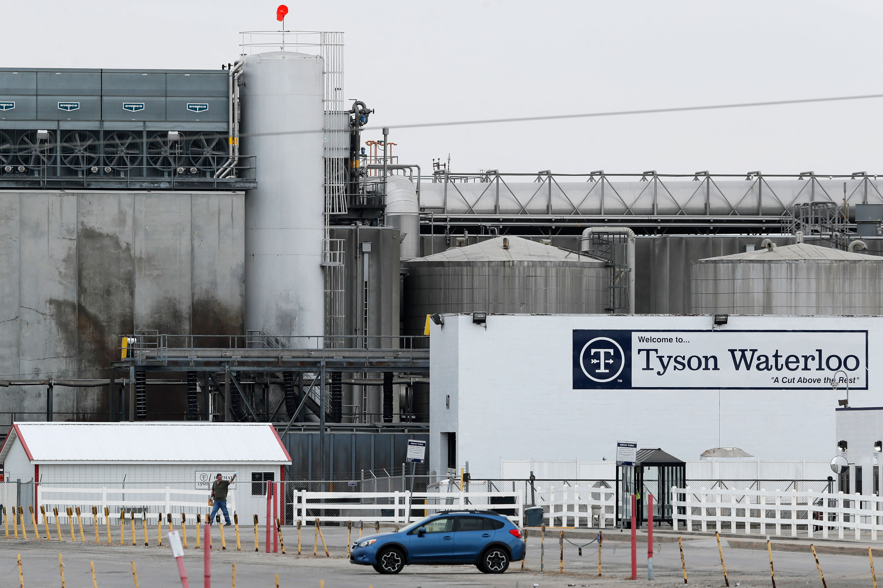 Covid Vaccines Tyson Foods Begins Vaccinating Workers But Struggles To Find Doses