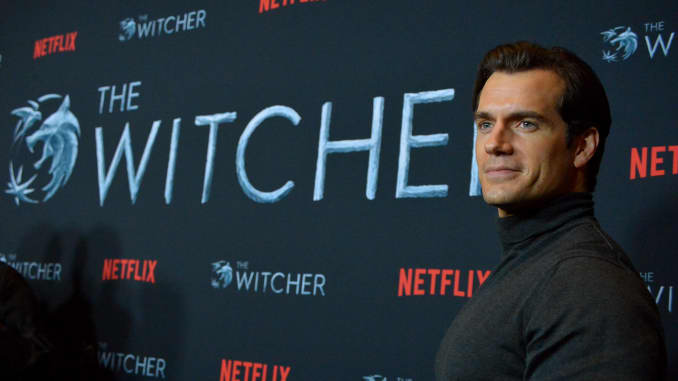 Henry Cavill vai ao Netflix The Witcher LA Fan Experience no Egyptian Theatre em 3 de dezembro de 2019 em Los Angeles, Califórnia.
