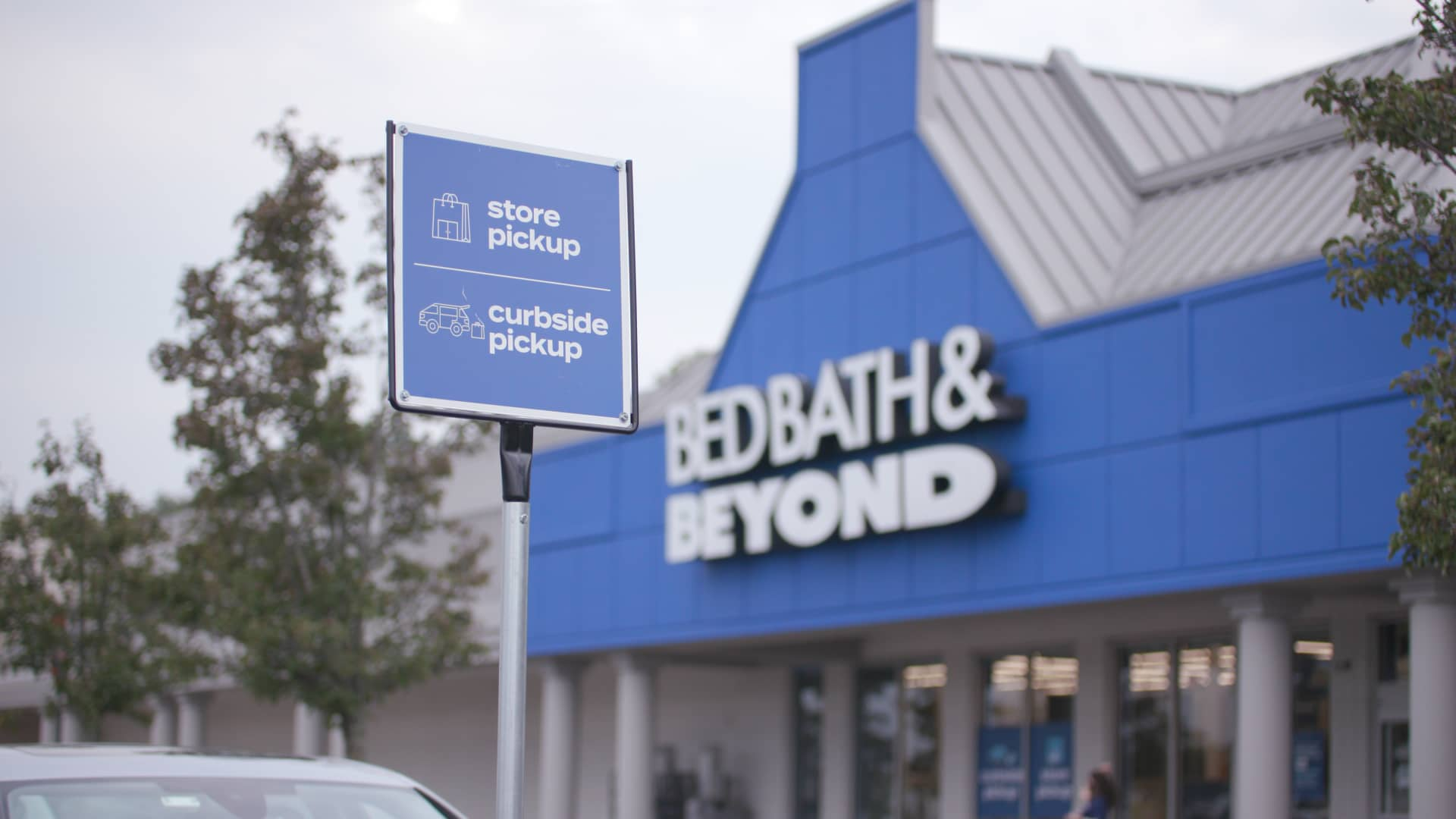 Bed Bath & Beyond quarterly sales tumble 16%, as store closures and divestitures hurt results
