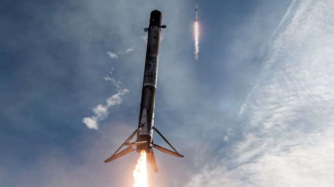 A composite image showing a Falcon 9 rocket booster lifting off and a few minutes later landing back near the launchpad.