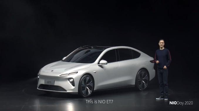 William Li, người sáng lập và chủ tịch của Nio, chia sẻ các tính năng của chiếc sedan et7 tại một sự kiện ra mắt ở Thành Đô, Trung Quốc, vào ngày 9 tháng 1 năm 2021.