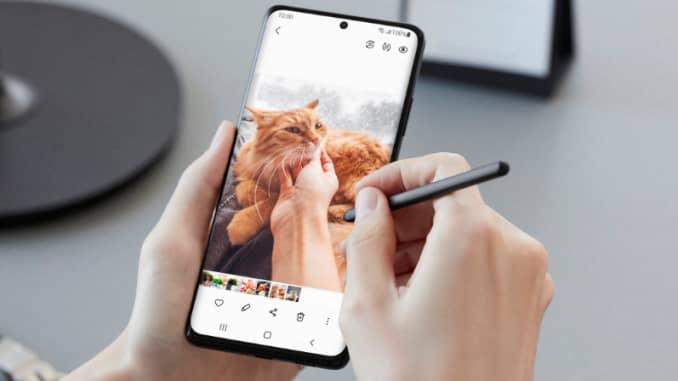 Samsung Galaxy S21 Ultra kèm phụ kiện bút S Pen.