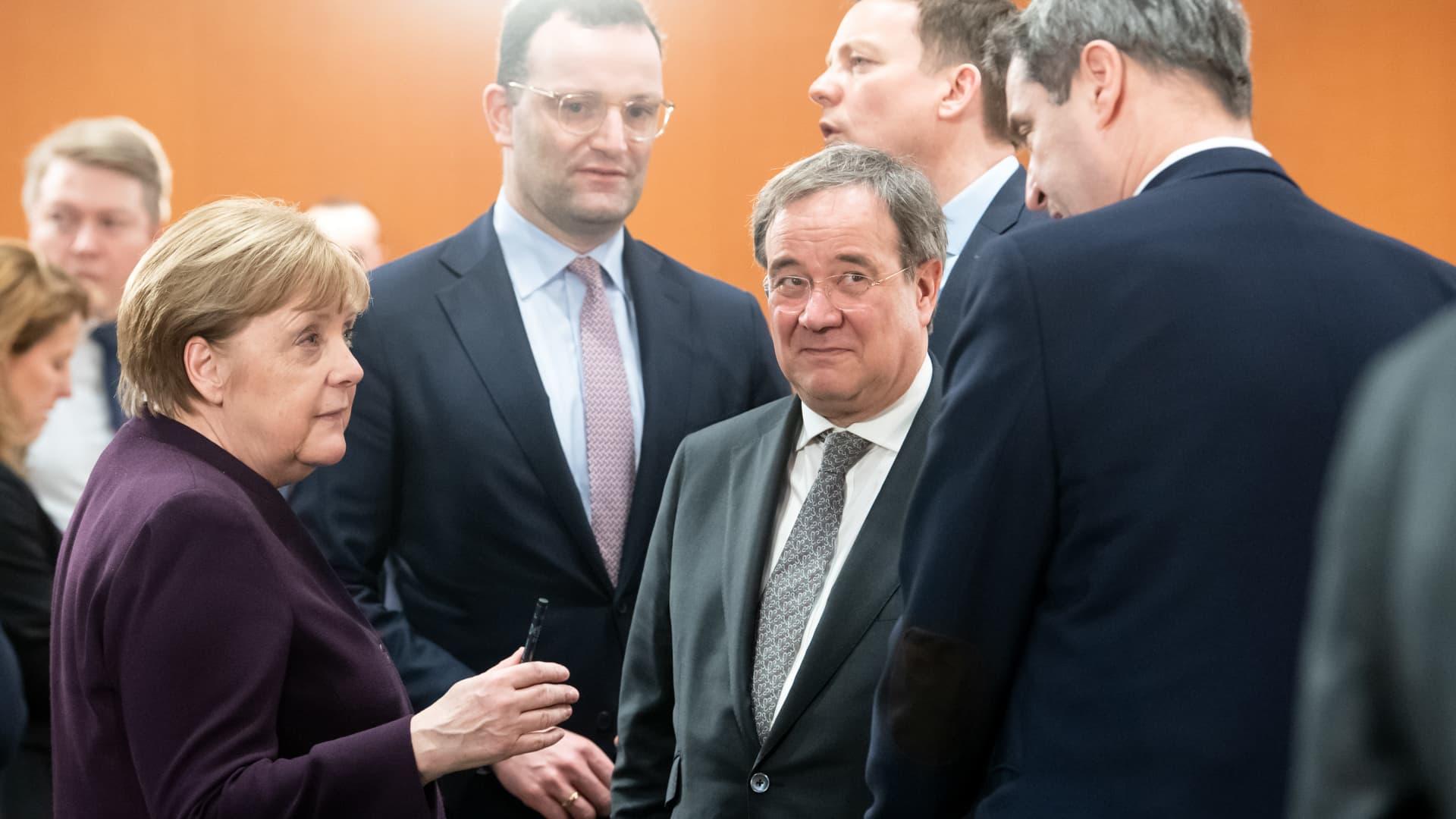 Angela Merkel (CDU,l-r), Armin Laschet (CDU), Prime Minister of North Rhine-Westphalia, and Markus Söder (CSU), Prime Minister of Bavaria, talk to the heads of state governments.