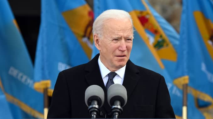 "Presiden Terpilih AS Joe Biden berbicara di Mayor Joseph R. ""Beau"" Biden III National Guard / Reserve Center di New Castle Airport pada 19 Januari 2021, di New Castle, Delaware, sebelum berangkat ke Washington, DC."