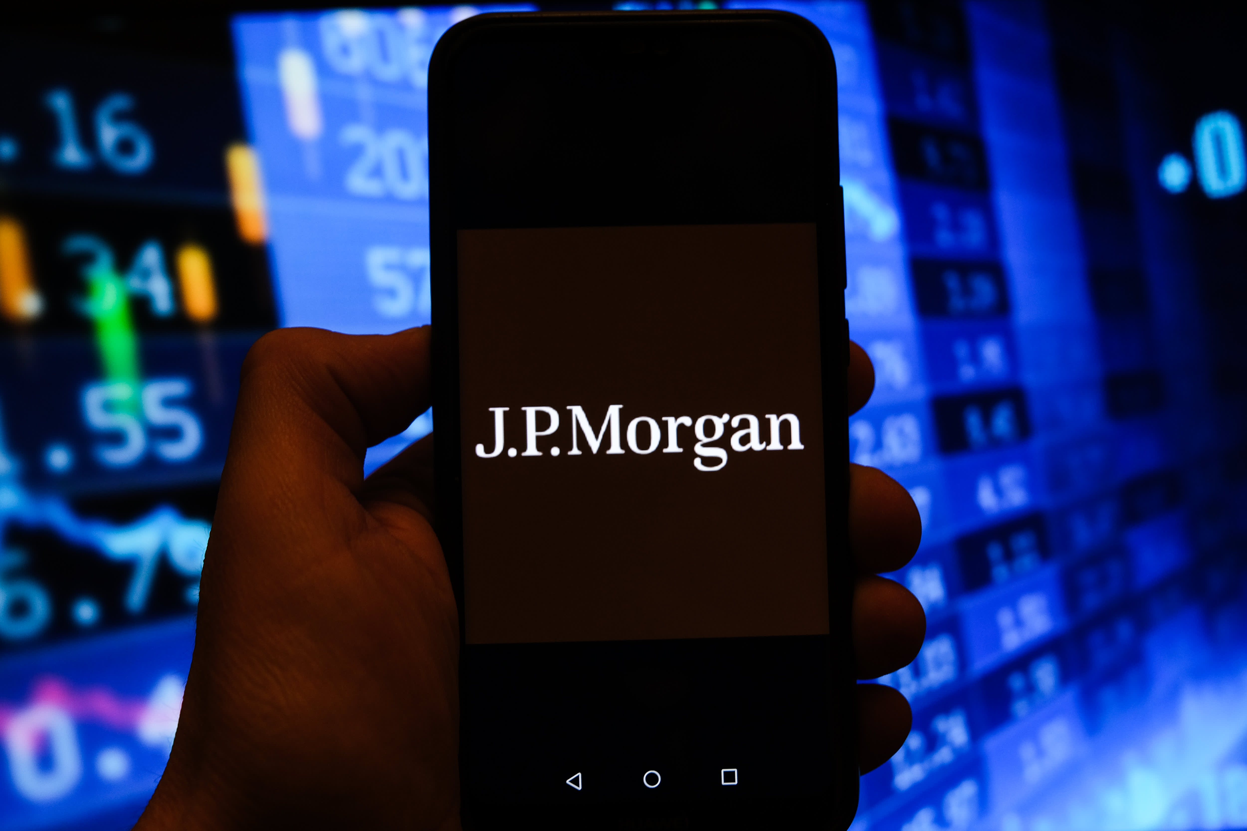 Bubble or no bubble, JPMorgan names the shares to purchase within the dips