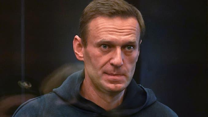 Pemimpin oposisi Rusia Alexei Navalny, yang dituduh melanggar ketentuan hukuman yang ditangguhkan karena penggelapan, menghadiri sidang pengadilan di Moskow, Rusia pada 2 Februari 2021.