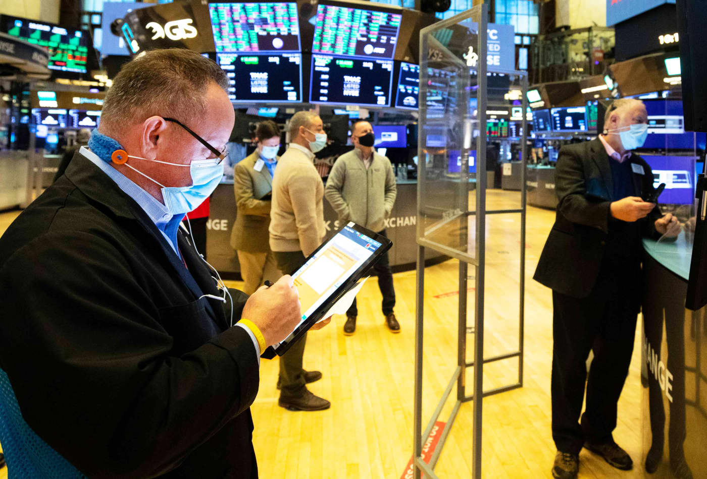 Rising interest rates may continue to test the stock market in the week ahead