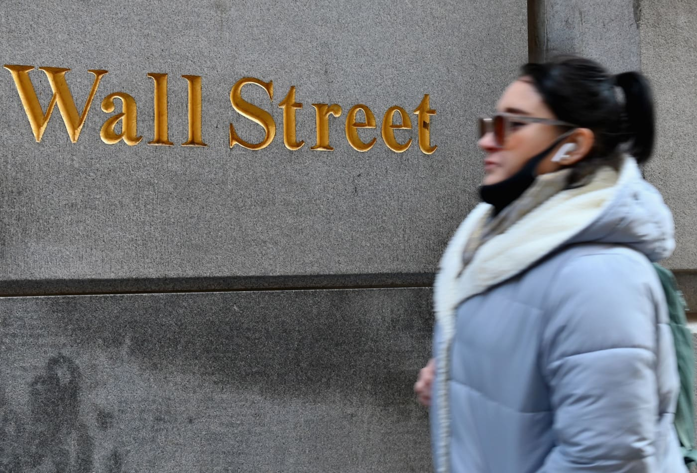 Dow futures rise more than 200 points as Treasury yields fall