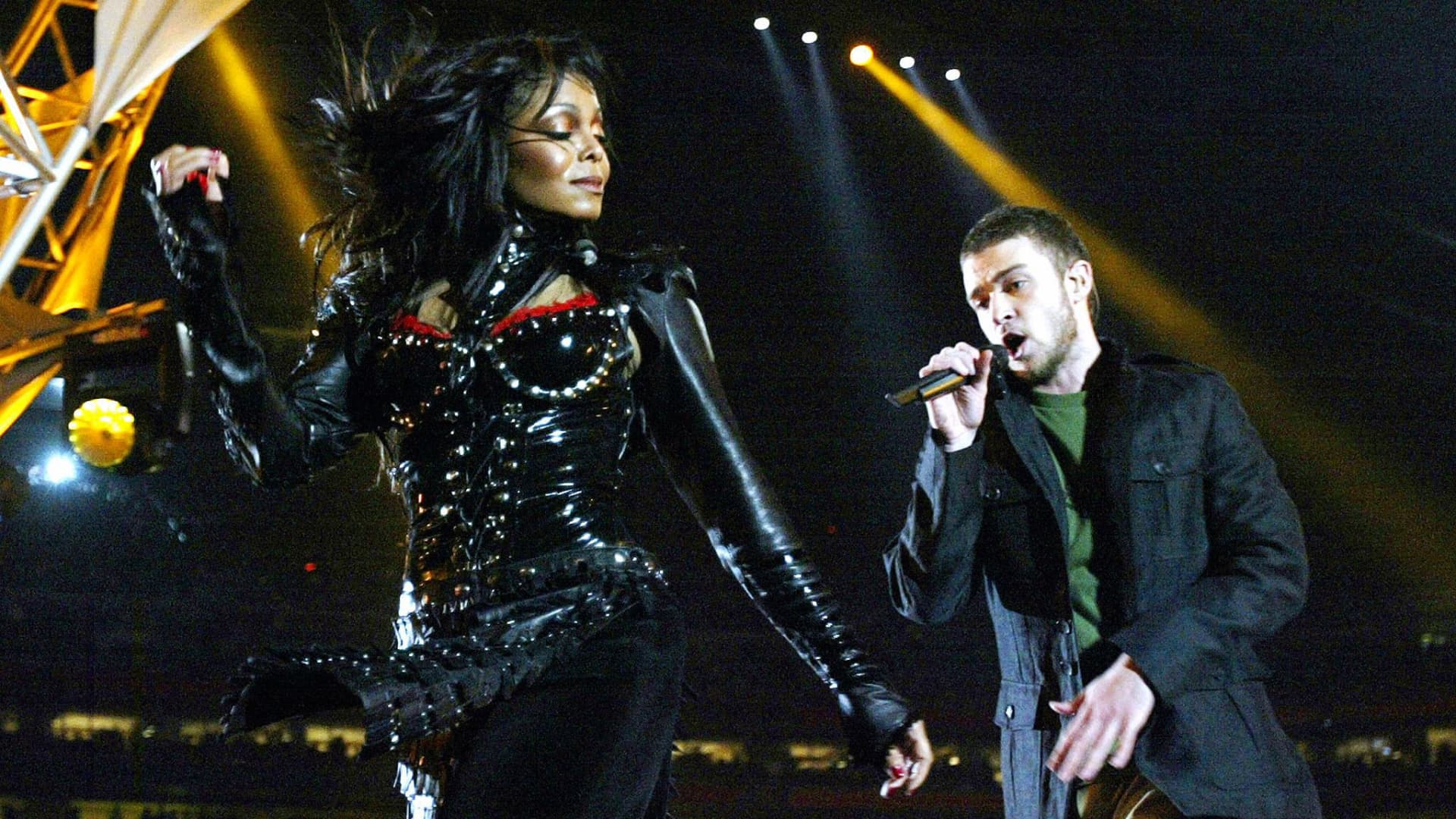 Janet Jackson and Justin Timberlake perform at half-time at Super Bowl XXXVIII at Reliant Stadium, 01 February 2004 in Houston.