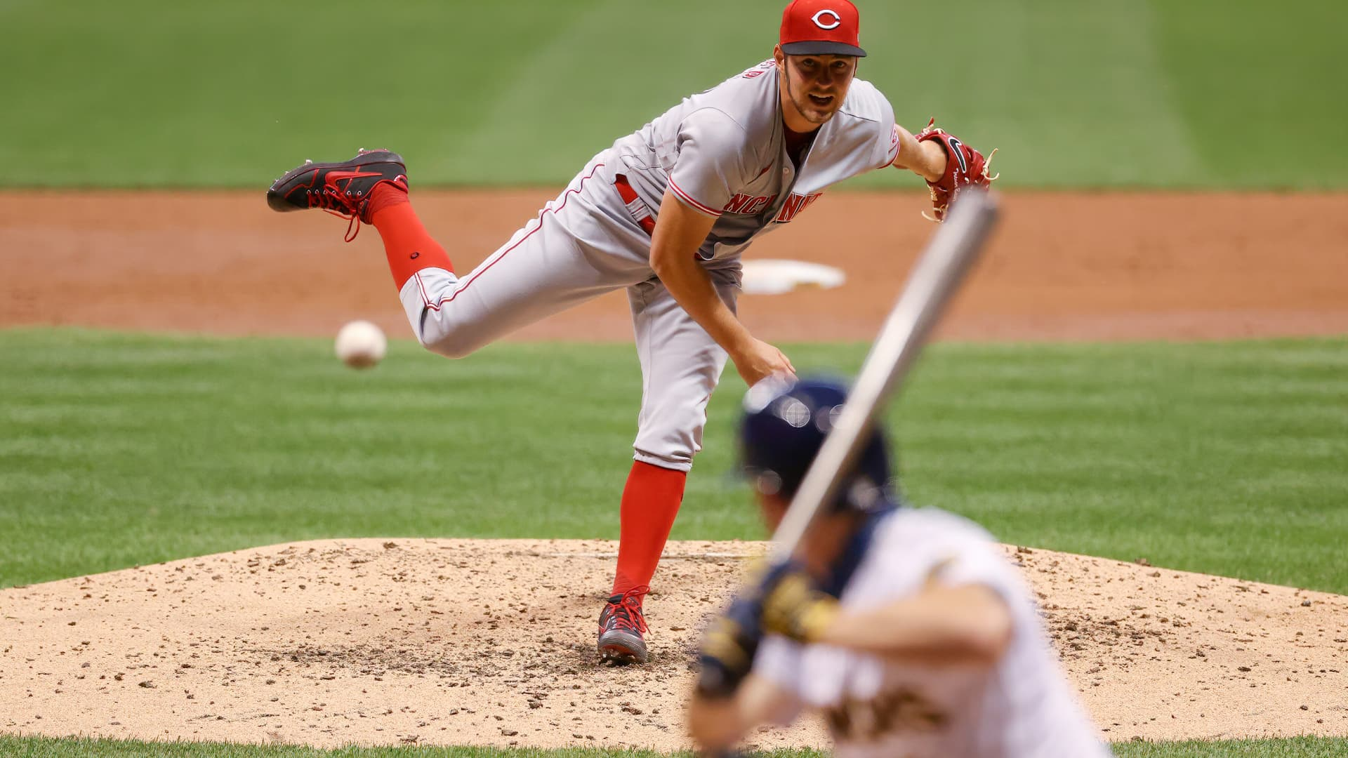 Trevor Bauer #27 of the Cincinnati Reds pitches in the third inning against the Milwaukee Brewers at Miller Park on August 07, 2020 in Milwaukee, Wisconsin.