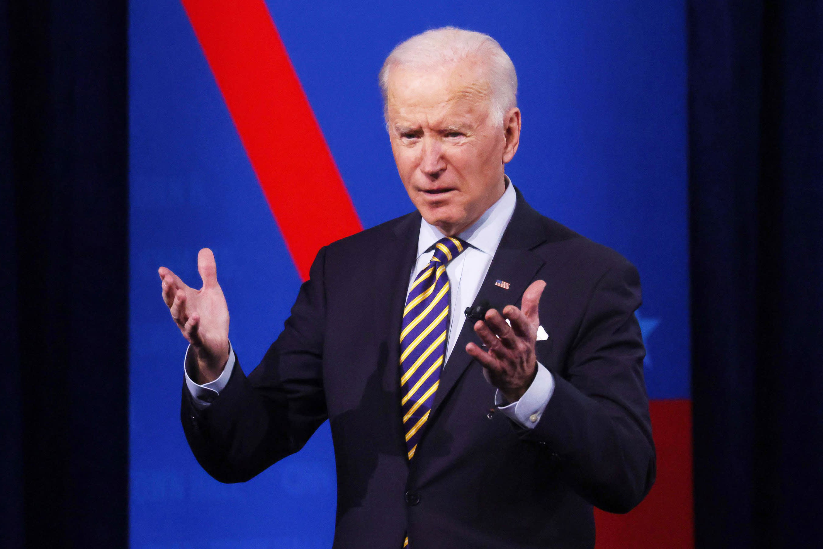 Biden rules out canceling $50,000 in student financial obligation-- however Schumer and Warren plan to keep pressing him thumbnail