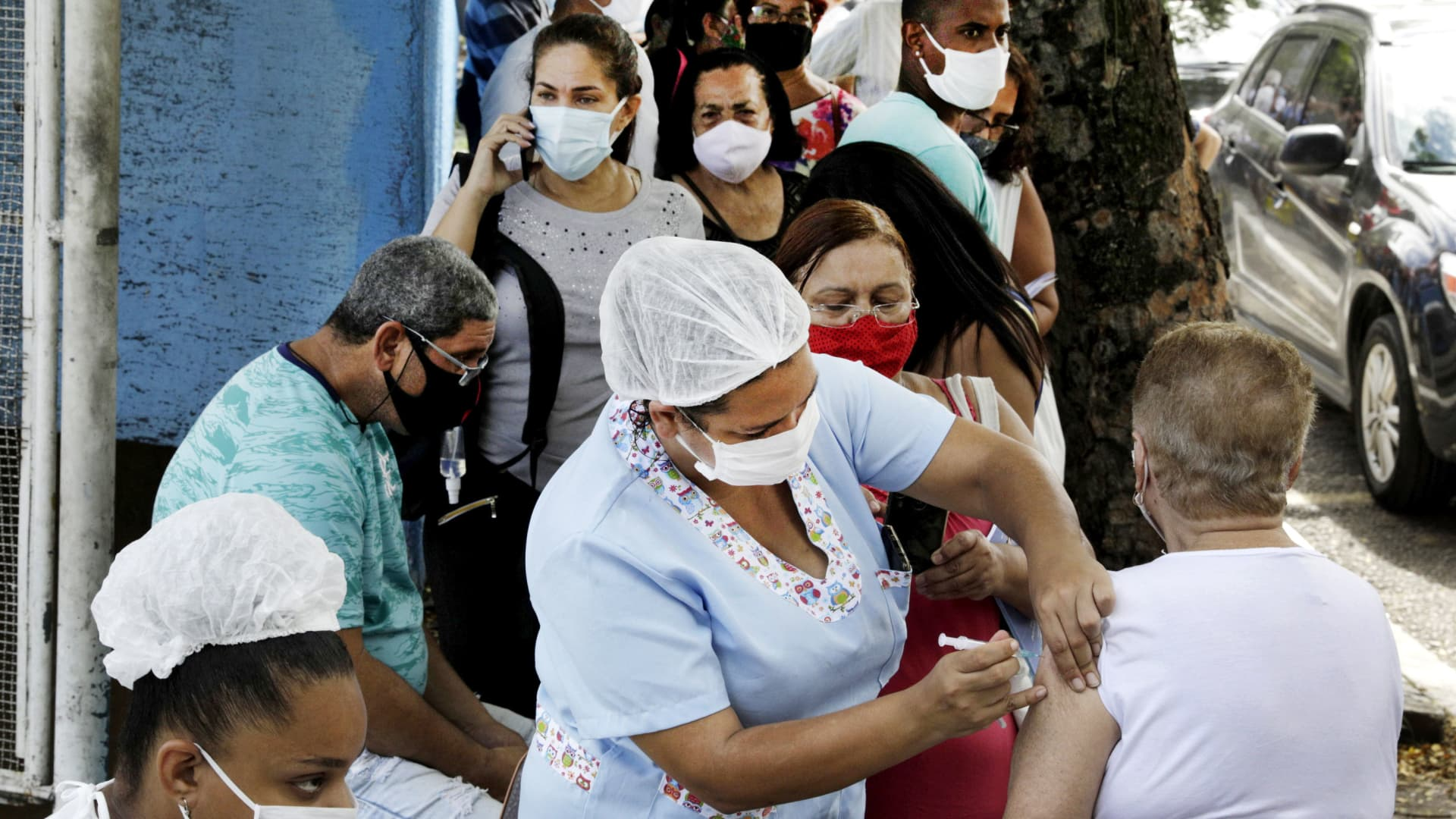 A health worker applies a Sinovac's CoronaVac coronavirus disease (COVID-19) vaccine on an elderly citzen in Sao Goncalo near Rio de Janeiro, Brazil February 18, 2021.