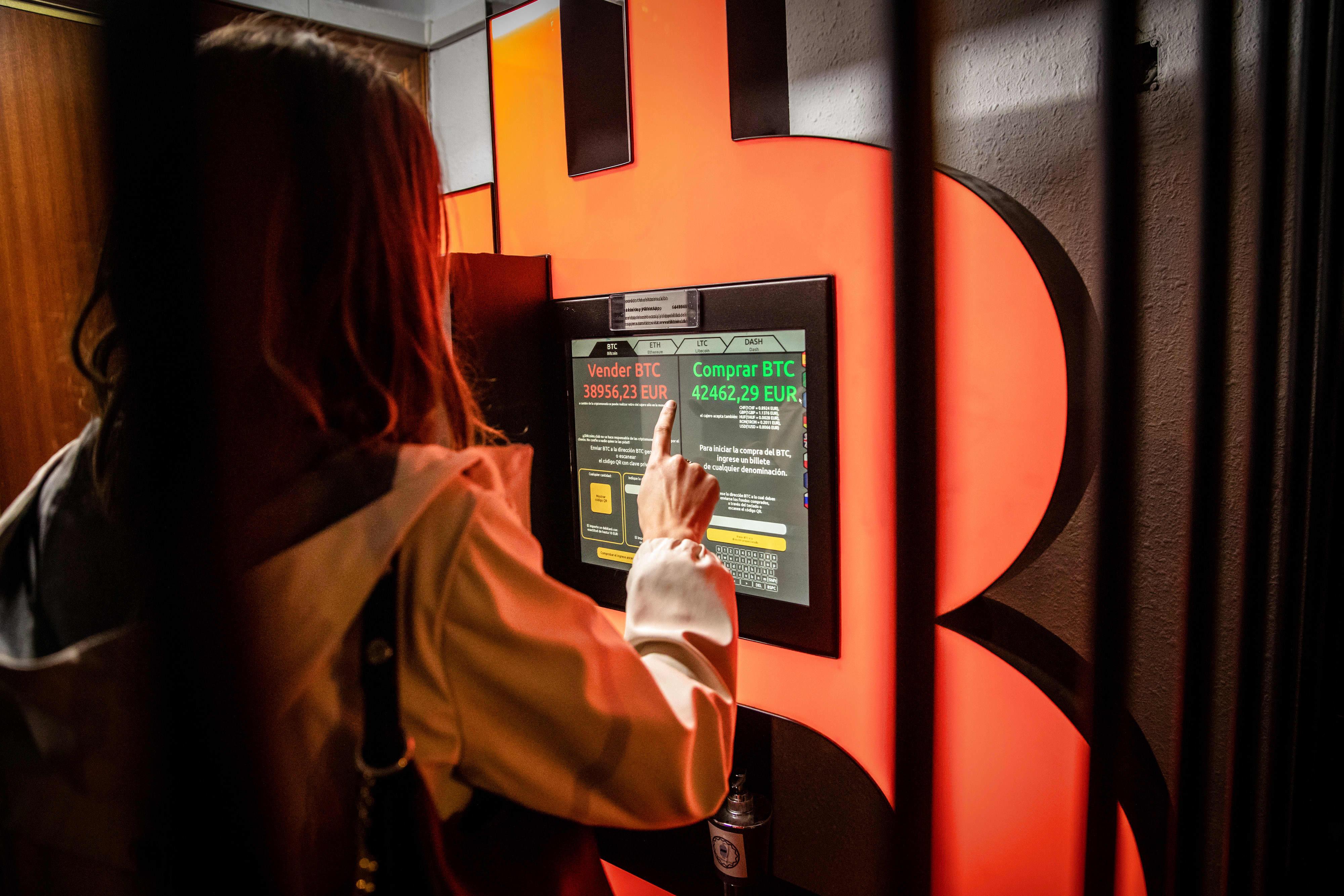 Calculator Bitcoins, cât valorează 1 Bitcoin în RON, Euro și USD