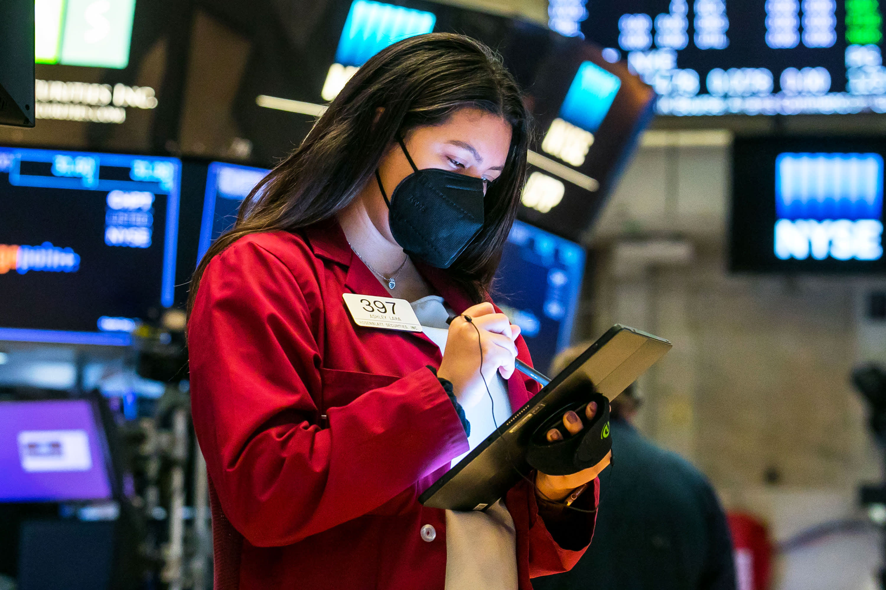 Stock futures tick higher as pressure on tech stocks pauses