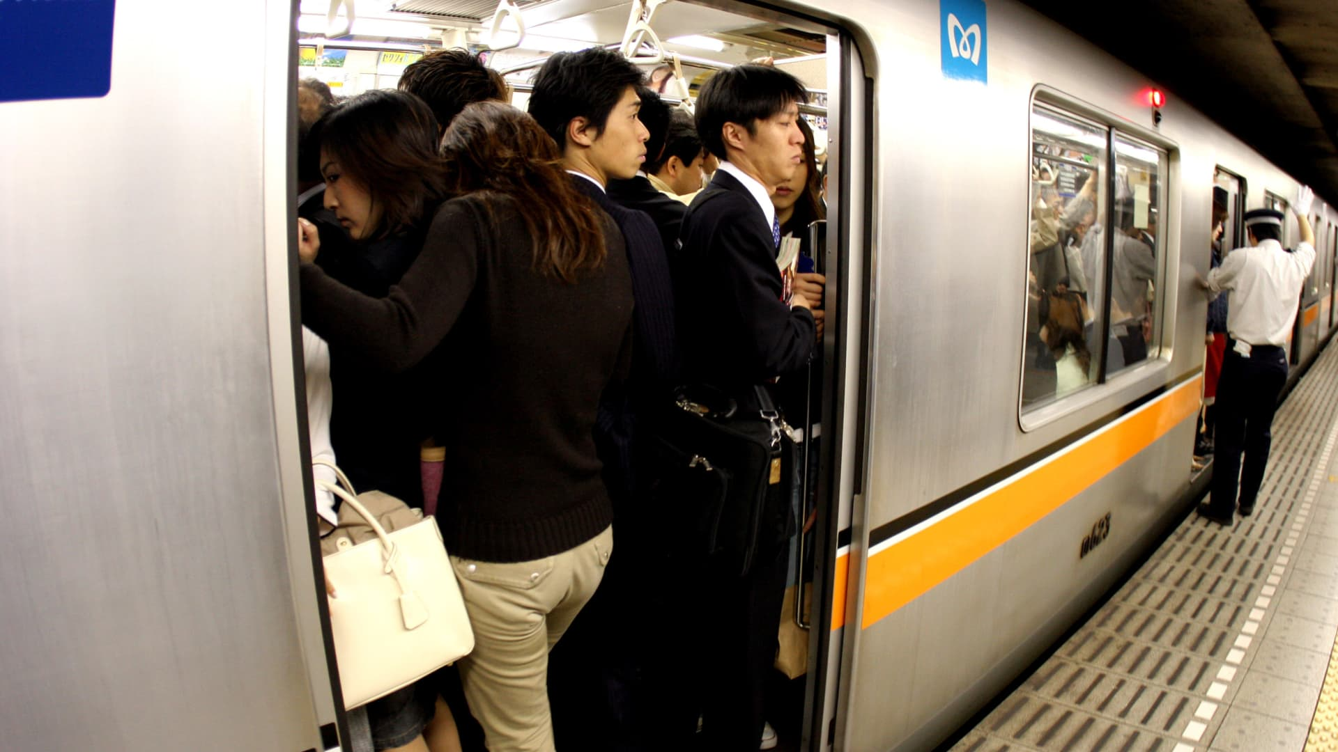 Japanese rarely talk or eat on trains, especially when they are crowded.