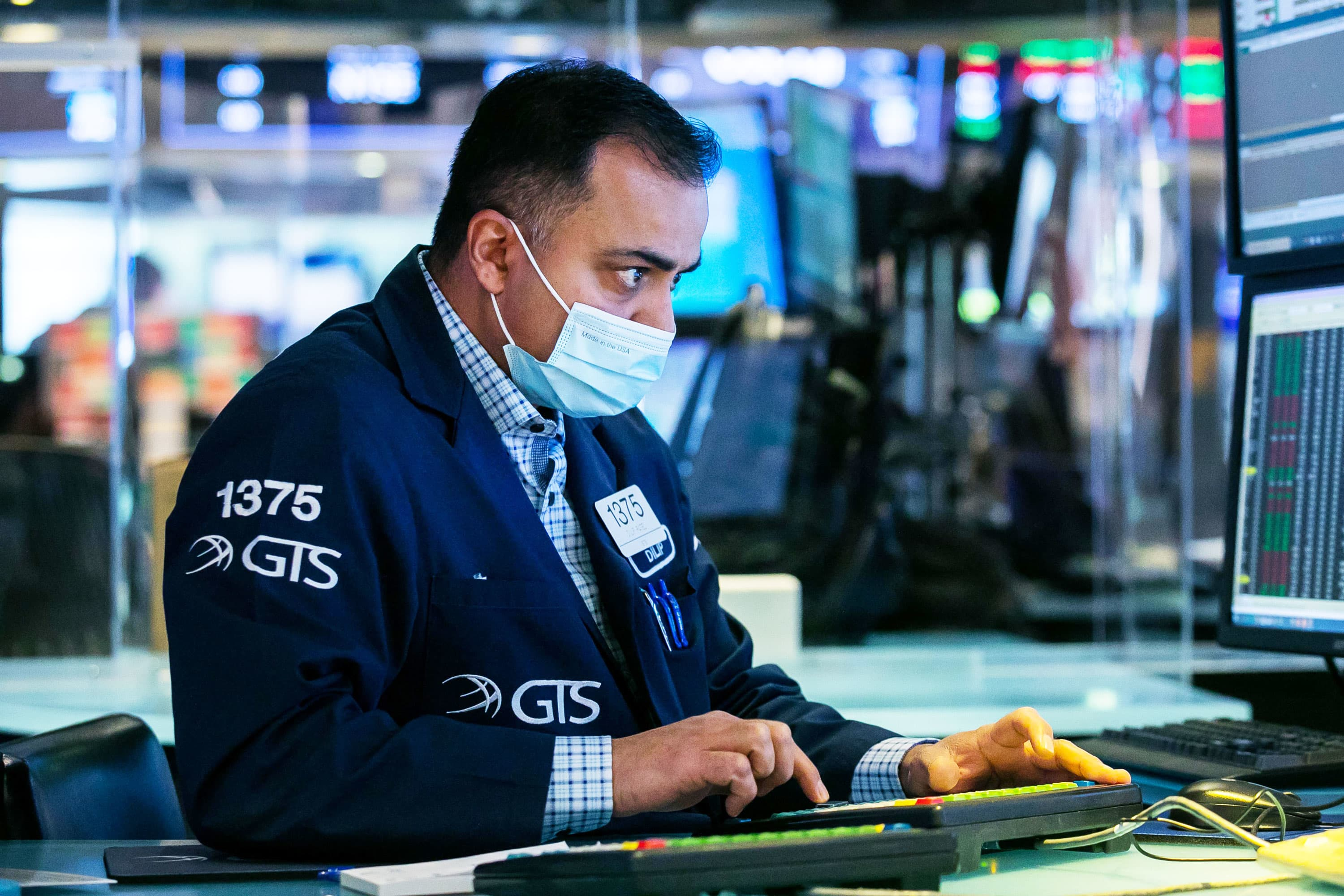 Treasury yields rise slightly ahead of jobless claims data - CNBC