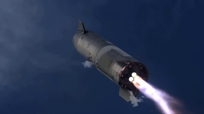 Nguyên mẫu SN10 của Starship khai hỏa ba động cơ Raptor khi nó chuẩn bị hạ cánh.